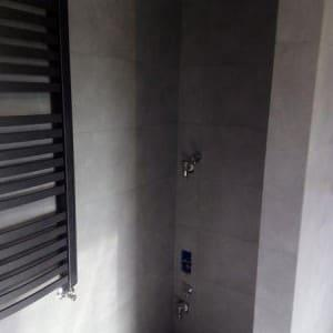 prysznic w wnęce